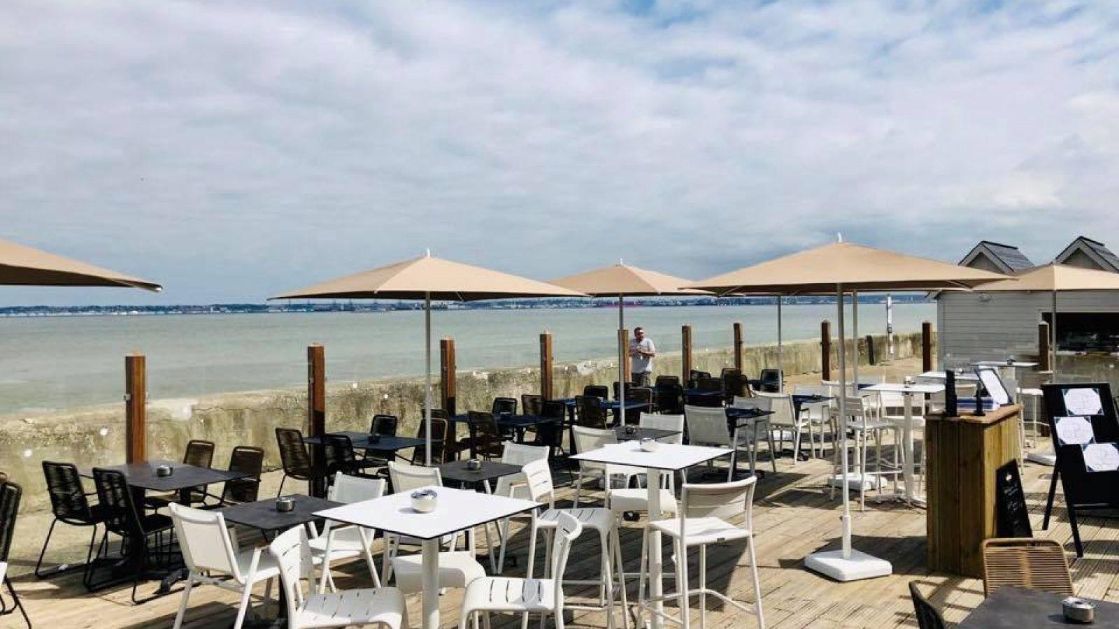 Le Paquebot-restaurant-terrasse-vue mer-Deauville-Villerville-Normandie