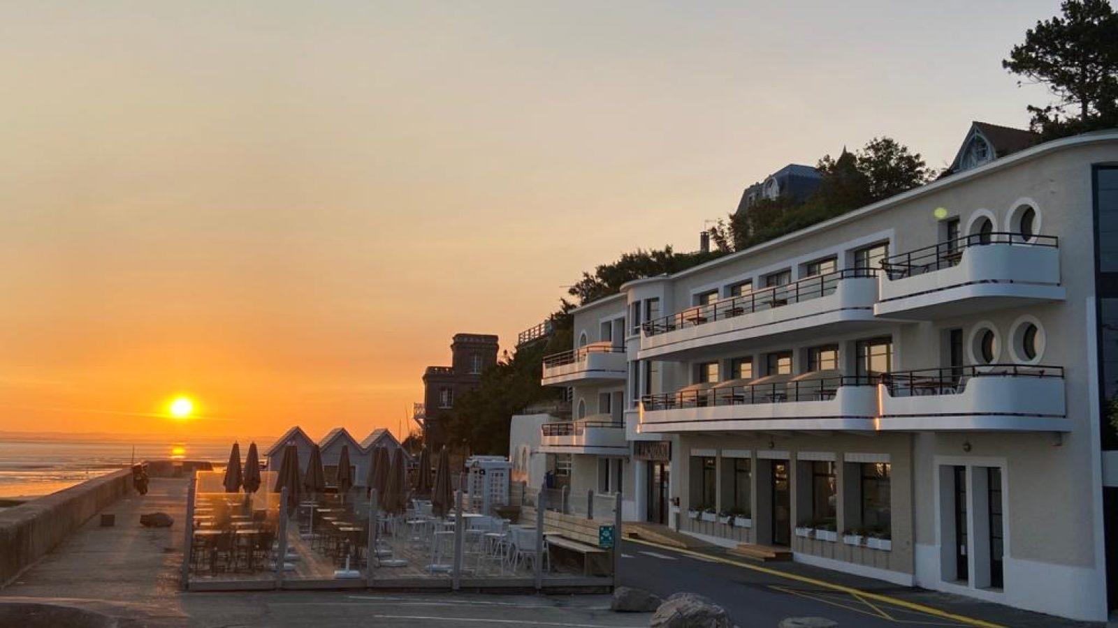 Le Paquebot-hôtel-restaurant-vue mer-deauville-villerville-normandie